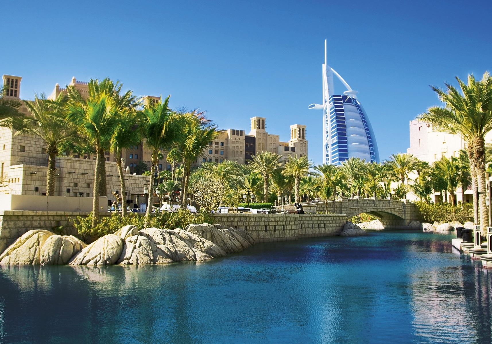 Voyages aux Emirats-Arabes-Unis, Dubaï, Abu Dhabi, circuits, séjours, autotours. Agence de voyage Les Comptoirs du Monde, pour individuels et groupes